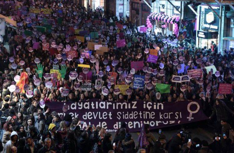 """""""Tüm Kadınların Ortak İsyanına Ses Veriyoruz: Erkek Devlet Şiddetine İtaat Etmiyoruz!"""""""
